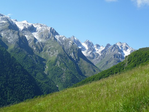 pyrenees independent walking tour azun valley